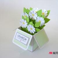 kartka biale kwiaty w pudełku halffold studio logo3