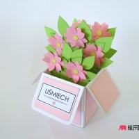 kartka rozowe  kwiaty w pudełku halffold studio logo