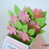 kartka rozowe  kwiaty w pudełku halffold studio logo2